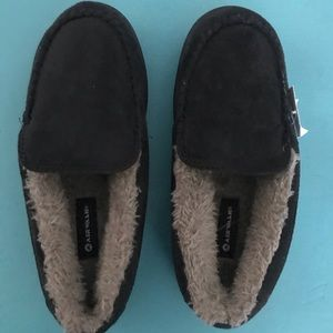 Boys airwalk slipper/shoes size 4 black & gray